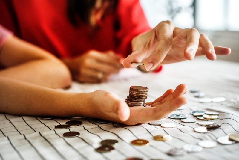 Como pagar dívidas altas ganhando pouco